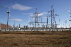 Colonne e linee elettriche Immagine Stock Libera da Diritti