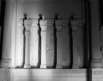 Colonne egiziane di stile del massone massonico del tempio fotografie stock libere da diritti