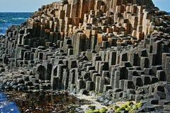 Colonne esagonali del basalto della strada soprelevata di Giants Fotografia Stock