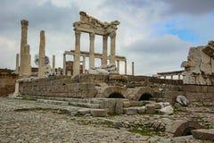 Colonne historique de château d'Acropole de ville de Pergamon Acient images libres de droits