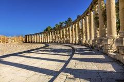 Colonne ioniche Roman City Jerash Jordan antico della plaza 160 ovali Immagini Stock