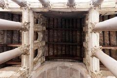 Colonne massicce e progettazione complessa del panteon Fotografia Stock Libera da Diritti