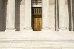 Colonne, punti e porte della Corte suprema del unito immediatamente Fotografie Stock Libere da Diritti