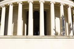 Colonne scanalate in ioniche colossali di Thomas Jefferson Memorial, parco ad ovest di Potomac, Washington DC Fotografia Stock Libera da Diritti