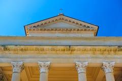 Colonne su una facciata della casa antica nel San Marino fotografia stock