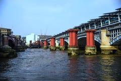 Colonne sul Tamigi - Londra Fotografia Stock