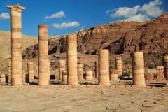 Colonnes antiques de grand temple ou de temple des lions Winged dans l'animal familier photos stock