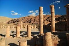 Colonnes antiques de grand temple ou de temple des lions Winged dans l'animal familier photographie stock