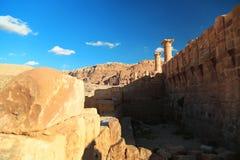 Colonnes antiques de grand temple ou de temple des lions Winged dans l'animal familier images libres de droits
