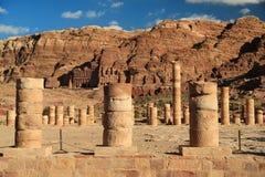 Colonnes antiques de grand temple ou de temple des lions Winged dans l'animal familier photographie stock libre de droits
