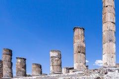 Colonnes classiques cannelées à Pompeii, Italie images stock