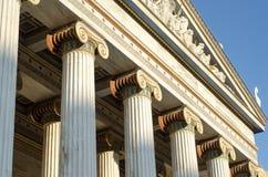 Colonnes d'académie d'Athènes images stock