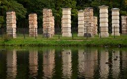 Colonnes d'Amirauté en parc de Gatchina Photographie stock libre de droits