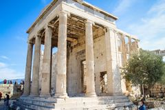 Colonnes d'un temple antique Persepolis du grec ancien dans l'Acropole image libre de droits