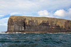 Colonnes de basalte sur l'île de Staffa Image stock