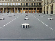 Colonnes De Buren w palais royal w Paryż, Francja Zdjęcia Stock