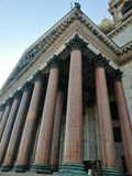 Colonnes de marbre de cathédrale de St Isaac image stock