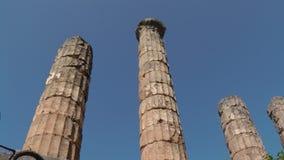 Colonnes de marbre dans la ville de Delphes photo stock