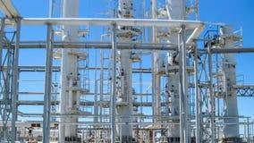 Colonnes de rectification du raffinerie de pétrole images libres de droits