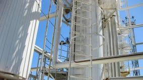 Colonnes de rectification du raffinerie de pétrole photo libre de droits