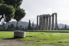 Colonnes de Zeus olympien à Athènes Photographie stock