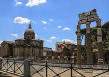 Colonnes des ruines du temple de Venus Genetrix, Rome, Ital photos stock