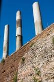 Colonnes du forum impérial à Rome images libres de droits