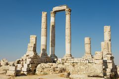 Colonnes en pierre antiques à la citadelle d'Amman à Amman, Jordanie Images libres de droits