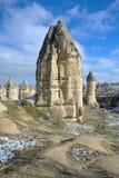 Colonnes en pierre en vallée de Gorcelid dans Cappadocia, Turquie Photographie stock