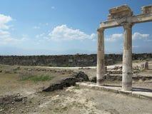 Colonnes et ruines de temple antique d'Artemis Images libres de droits