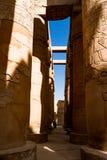 Colonnes hiéroglyphiques égyptiennes à Louxor, Egypte photographie stock libre de droits