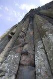 Colonnes polygonales de roche de lave de basalte de la chaussée géante du ` s Photos libres de droits
