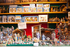 Coloqúese con las figuras y el objeto para crear escenas de la Navidad Imagen de archivo libre de regalías