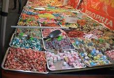 Coloqúese con los dulces en la Navidad justa en Udine Imagen de archivo libre de regalías