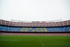 Coloqúese de exhibición del lema del ` s de Barcelona, club de la O.N.U del que de Mes foto de archivo