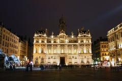 Coloque DES Terreaux en la noche, Lyon, Francia Foto de archivo