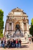 Coloque el Saint-Michel con la fuente antigua, París Imagenes de archivo