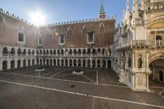 Coloque en el palacio de los duxes en Venecia Fotos de archivo libres de regalías