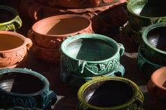 Coloré, concepteur Earthen Pots photos libres de droits