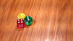 Coloré de découpe sur la table en bois photo libre de droits