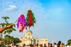 coloré de fait main thaïlandais de tradition de modèle de papier de vol dans la cour équestre images libres de droits