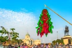 coloré de fait main thaïlandais de tradition de modèle de papier de vol dans la cour équestre images stock