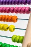 Coloré de l'abaque en bois, foyer sélectif Photo libre de droits