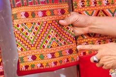 Coloré de la soie de style et du modèle thaïlandais indigènes de textiles Beautif Photo stock