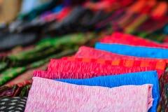 Coloré de la soie de style et du modèle thaïlandais indigènes de textiles Beautif Image libre de droits