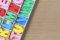 Coloré des caractères dans la boîte Photos stock