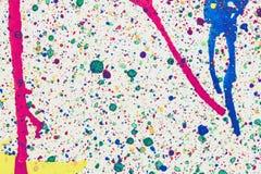 Coloré du jet et de l'éclaboussure d'aquarelle sur le fond blanc Image libre de droits