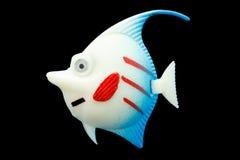 Coloré en plastique de jouet de poissons sur d'isolement Photo libre de droits