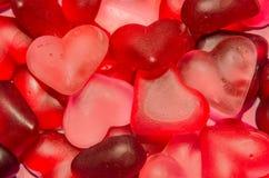 Coloré (rose, rouge et orange), gelées transparentes de forme de coeur, fond de texture Image libre de droits