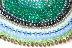 Coloré Shinny Crystal Beads Glass Isoalted sur la beauté faite main de mode de fond de copie de passe-temps blanc de l'espace photo stock